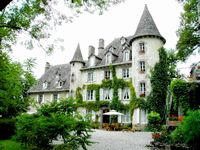 Bed and breakfast Chateau de Courbelimagne , Cantal, Raulhac, France