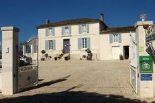 Bed and breakfast L'en Haut des Vignes , Charente, Merignac, France
