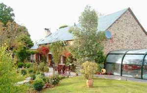 Bed and breakfast Arbre A Fruits , Correze, Chamboulive, France