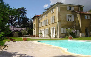 Bed and breakfast Le Clos Saint Genois , Rhone, Saint-genis-laval, France