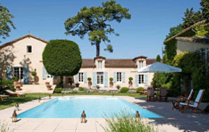 Bed and breakfast Chateau Larroze , Tarn, Cahuzac-sur-vere, France