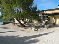 Bed and breakfast Les Gendalis , Vaucluse, Saint-saturnin-les-avignon, France